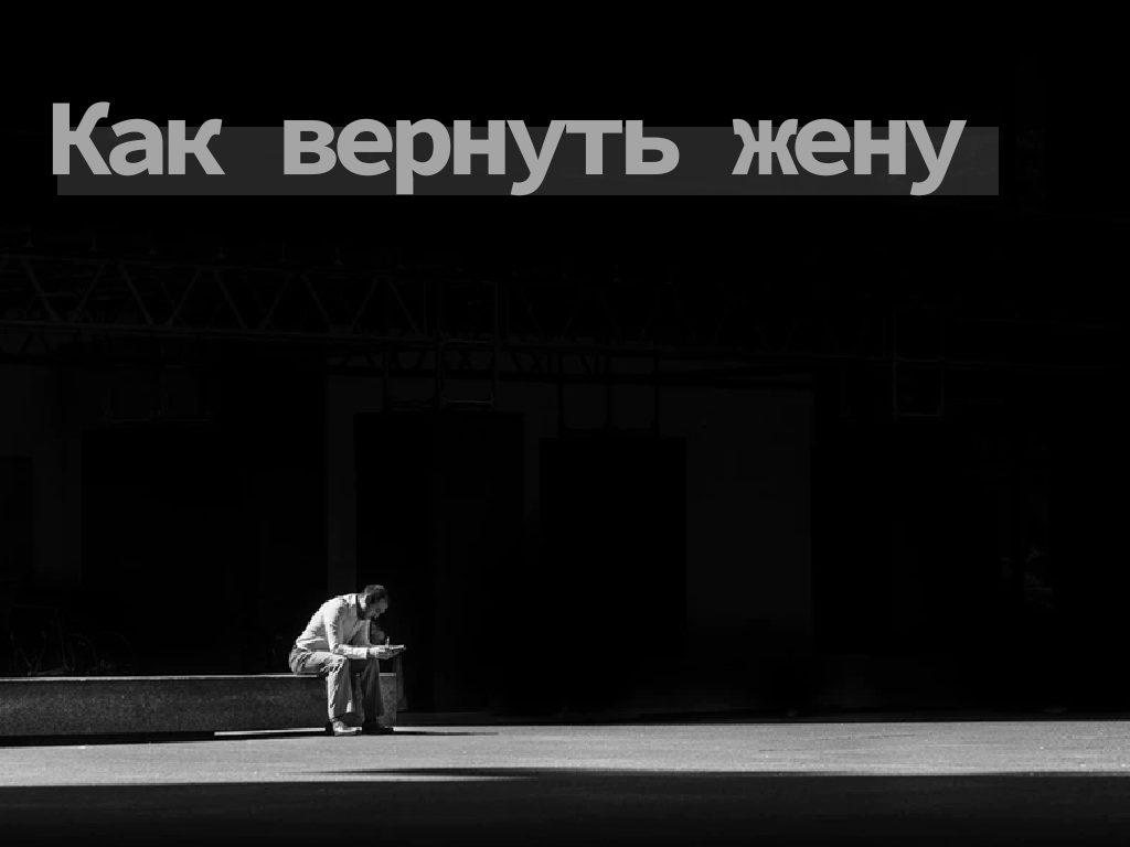 грустный одинокий мужчина сидит на лавочке