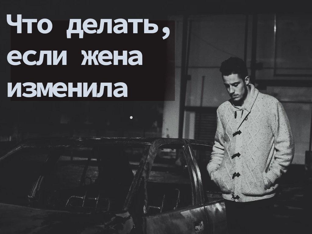 грустный мужчина смотрит в пол